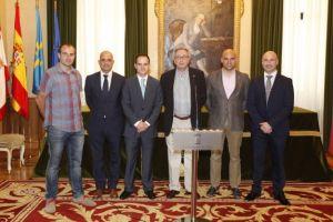De izquierda a derecha, C�sar Gonz�lez, Pablo Trigo, Jos� Luis Caravia, Miguel �lvarez, Jes�s Mart�nez y �ngel Gonzalez. / J. PETEIRO